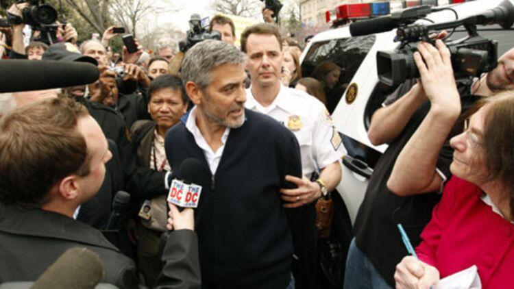 George Clooney a été arrêté lors d'une manifestation devant l'ambassade du Soudan à Washington © Reuters