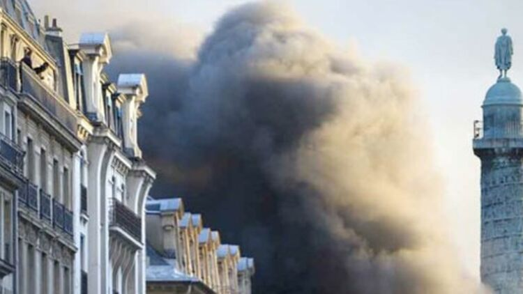 L'incendie place Vendôme le 8 mars 2012 ©REUTERS