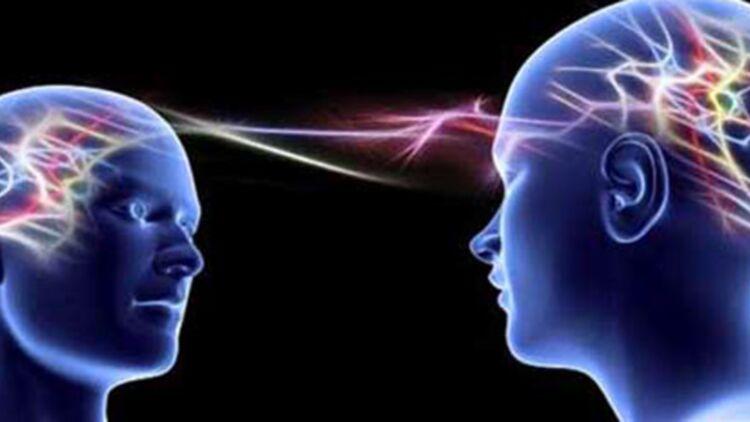 La télépathie est un échange d'information sans interaction sensorielle ou énergétique. © Crystalinks.com