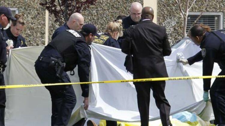 La police intervient sur le site de la fusillade, dans une université privée d'Oakland, le 2 avril 2012. © REUTERS.