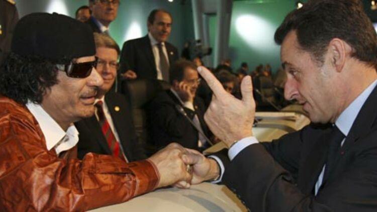 Nicolas Sarkozy et Mouammar Kadhafi en décembre 2007. © REUTERS