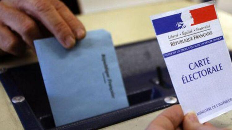 Enveloppes, bulletins, isoloir, urnes : la loi a tout codifié © Reuters