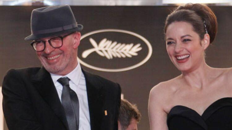 """Jacques Audiard et Marion Cotillard, qui interprète une dresseuse d'orque dans """"De rouille et d'os"""", après la projection du film à Cannes le 17 mai 2012. ©REUTERS"""