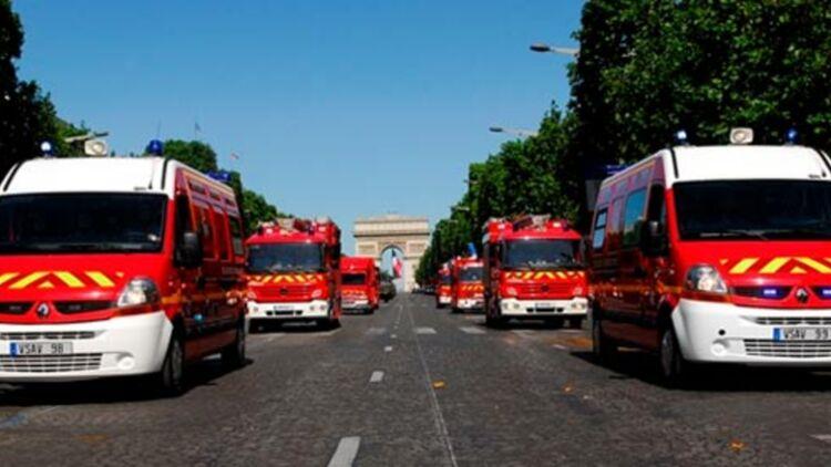 La brigade des sapeurs-pompiers de Paris défile sur les Champs-Elysées, le 14 juillet 2011. © Franck Desprez / BSPP.