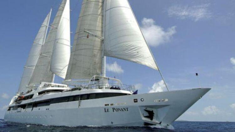 Le voilier de luxe Le Ponant, cible d'une attaque de pirates au large des côtes somaliennes, en avril 2008. © REUTERS.