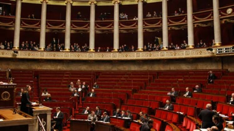 Sans appartenir à un groupe parlementaire, difficile pour un député de participer pleinement à la vie de l'Assemblée nationale. © REUTERS.
