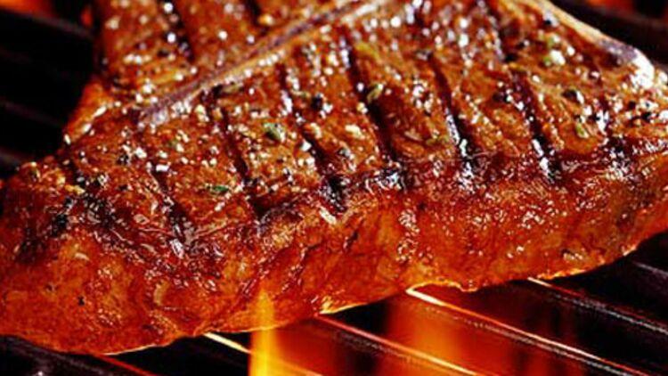 La viande rouge grillée et salée... pas trop souvent ! Crédit : REUTERS
