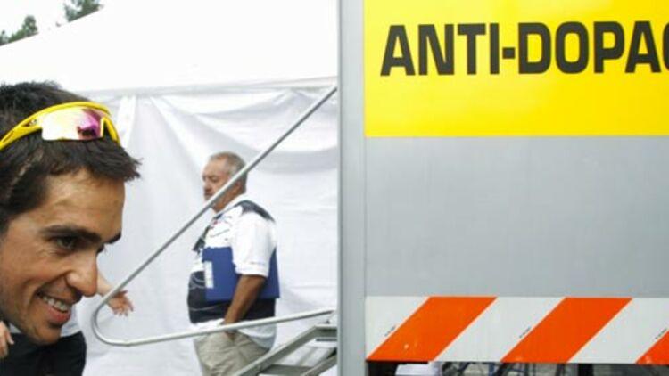 Le coureur espagnol Alberto Contador, lors d'un contrôle antidopage au Tour de France 2011. © REUTERS