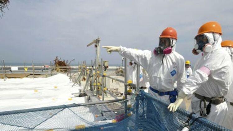 La piscine de refroidissement des combustibles nucléaires du réacteur numéro 4 à la centrale de Fukushima, Japon. ©REUTERS
