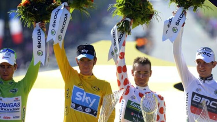 Les vainqueurs du Tour de France 2012 (Wiggins, maillot jaune, Thomas Voeckler, maillot à pois, Peter Sagan, maillot vert) © REUTERS