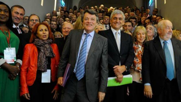 Jean-Louis Borloo (au centre), Hervé Morin, à sa droite, posant avec les membres de l'UDI, lors du lancement officiel du parti, dimanche 21 octobre 2012. Photo via le compte public Facebook de l'UDI.