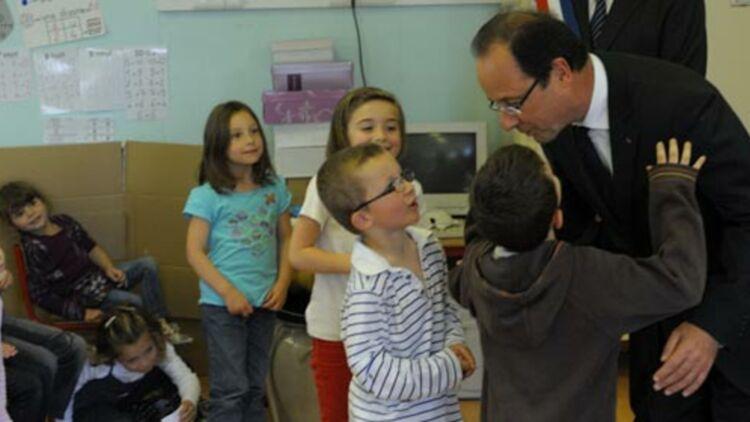 François Hollande visite une école primaire à Dieudonne, près de Paris, le 7 juin 2012. © REUTERS