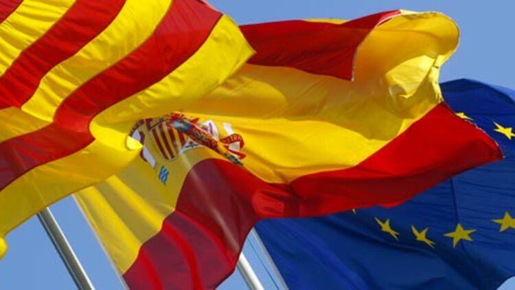 Drapeaux de la Catalogne, de l'Espagne et de l'Union européenne. © REUTERS