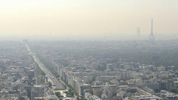 Avec un taux de dioxyde d'azote deux fois supérieur aux normes, Paris est l'une des villes les plus polluées d'Europe. © REUTERS