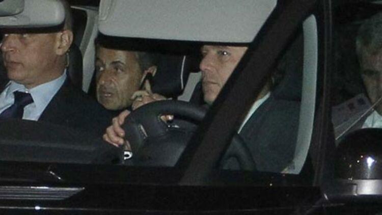 L'ex-président de la République Nicolas Sarkozy, accompagné de son avocat Me Herzog, après son audition par le juge Jean-Michel Gentil, le 22 novembre 2012. © REUTERS