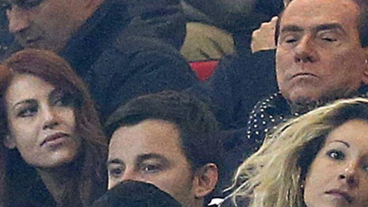 Berlusconi et sa fille Barbara assistent à un match de Milan AC contre la Juventus, à Milan, le 25 novembre 2012. © Reuters