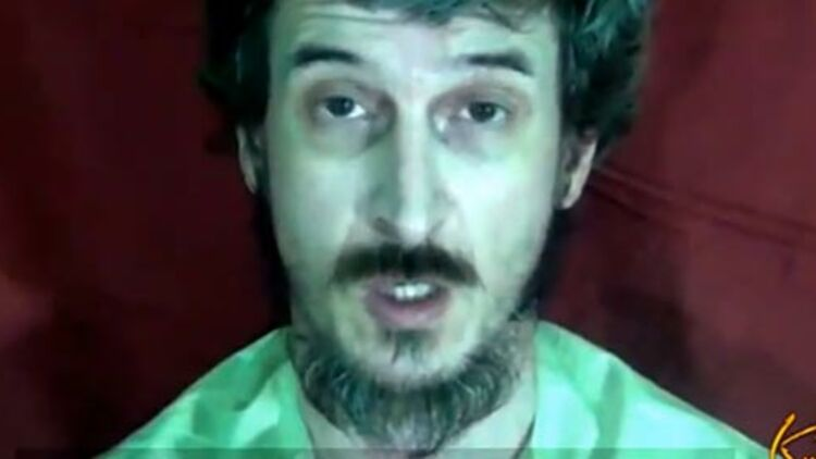capture d'écran de la vidéo diffusée en octobre 2012 où l'otage Denis Allex s'adresse au Président François Hollande. via Youtube