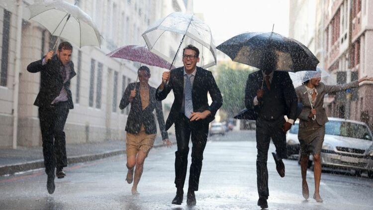 courir, pluie, parapluie