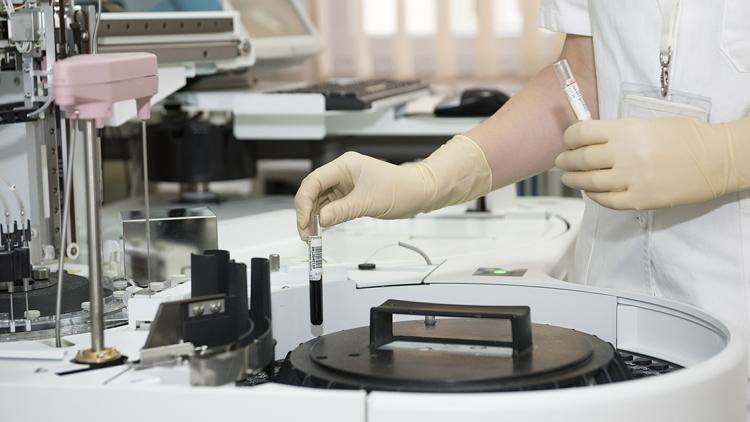 laboratoire, médicament, essais cliniques