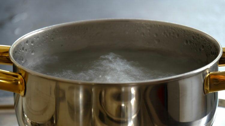 casserole, eau bouillante, bulles, vapeur