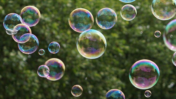 Que reste t il lorsqu'une bulle de savon éclate ? Ça m