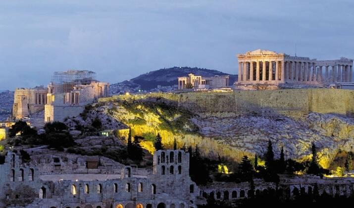 VIDÉO - En chute libre dans les îles grecques