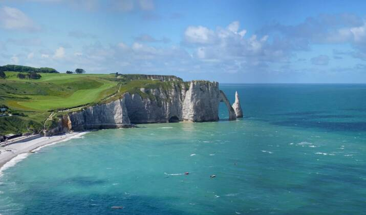 Normandie : la découverte d'une grotte préhistorique fait débat