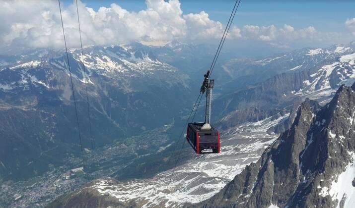Chamonix : l'impressionnante descente de la vallée Blanche