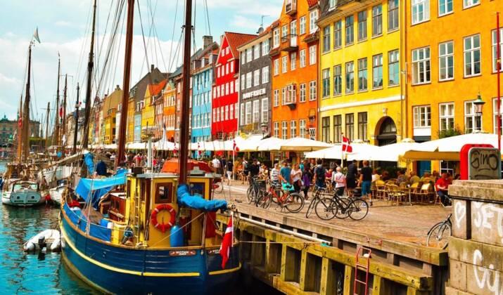 """Danemark : l'enclave anarchiste Christiana, une """"ville libre"""" en pleine adaptation"""