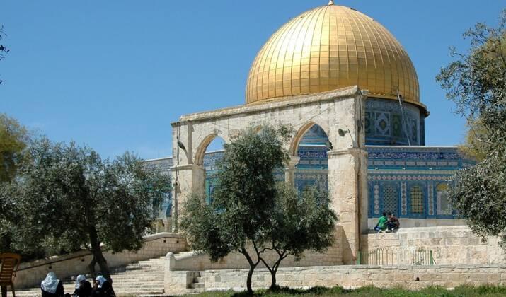 """Des Palestiniens prient à Jérusalem pour la """"Nuit du Destin"""""""