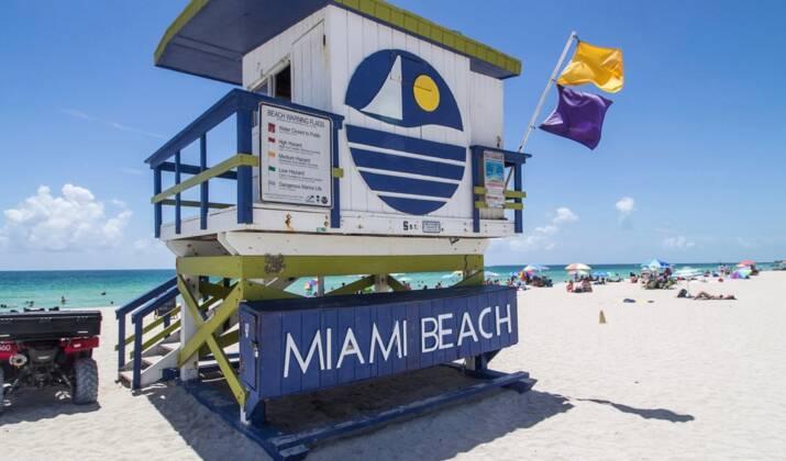 Scènes de liesse à Miami après la mort de Fidel Castro