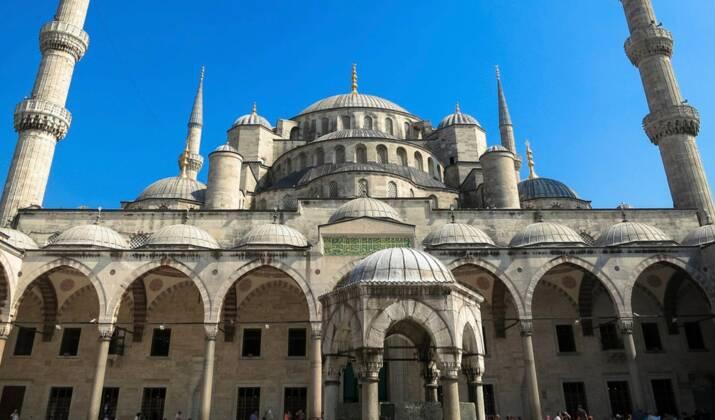 """VIDÉO - Turquie: un """"saut de l'extrême"""" du haut de la Tour de Galata"""