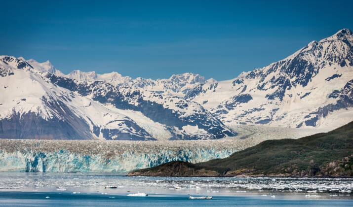 VIDÉO - Explorez un palais de glace en Alaska