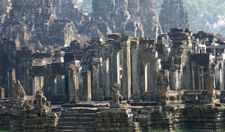 Cambodge : les jardiniers-acrobates d'Angkor à la rescousse des splendeurs khmères