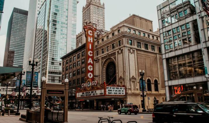 Le cannabis légalisé dans l'Illinois, des clients en folie à Chicago