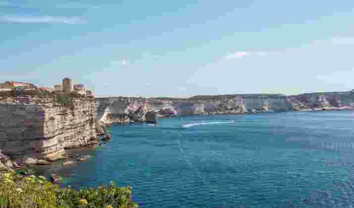 Bonifacio devient la première ville corse à imposer le port du masque en extérieur