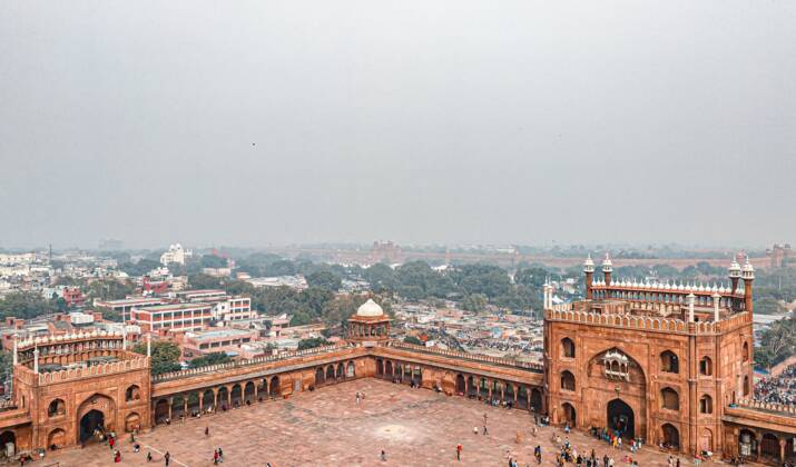 Pollution de l'air: New Delhi asphyxiée, les écoles ferment