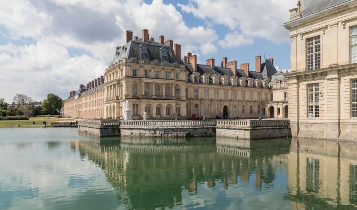 Île-de-France : une rame du RER C permet de voyager au milieu d'oeuvres d'art de musées parisiens