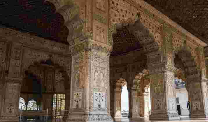 Le Kumbh Mela, l'un des plus grands festivals religieux au monde, a débuté en Inde