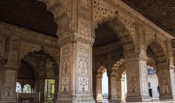 Inde: la pollution ne décourage pas les touristes de visiter le Taj Mahal