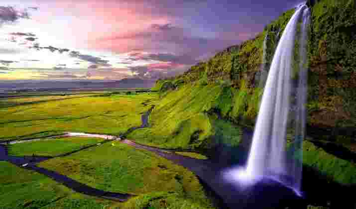 En Islande, cinq kayakistes à l'assaut d'immenses cascades