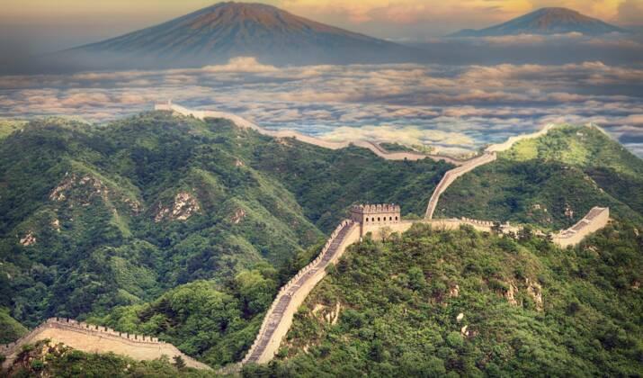 En Chine, un pont de verre cède et piège un touriste à 100 m de haut