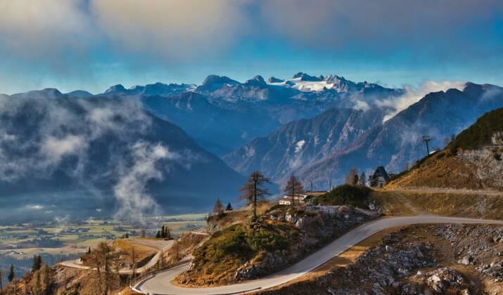 """Autriche : le """"Dirndl"""", une robe alpine plus en vogue que jamais"""