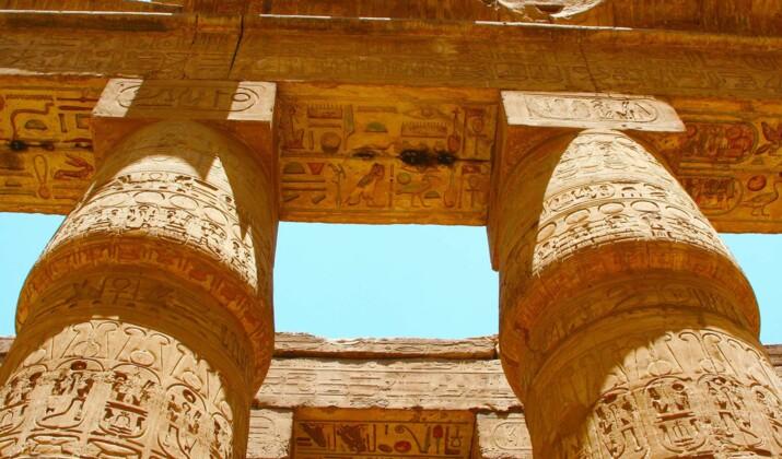 VIDÉO - Egypte : momies et statuettes découvertes dans une tombe