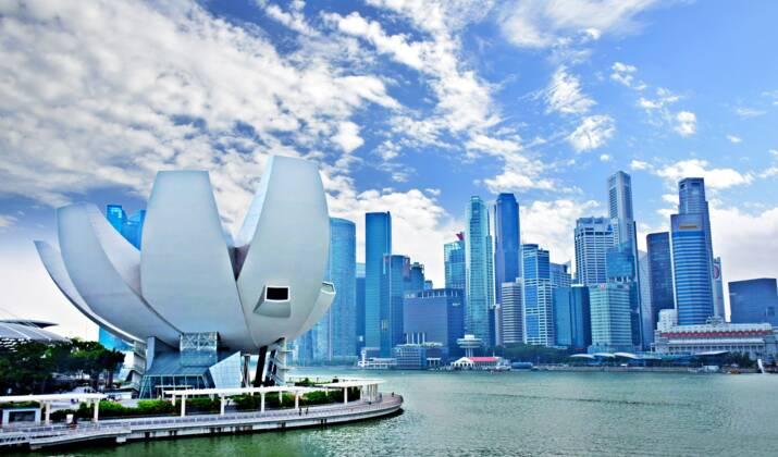 """A Singapour, des drones """"à distanciation sociale"""" surveillent les rassemblements et envoient des images à la police"""