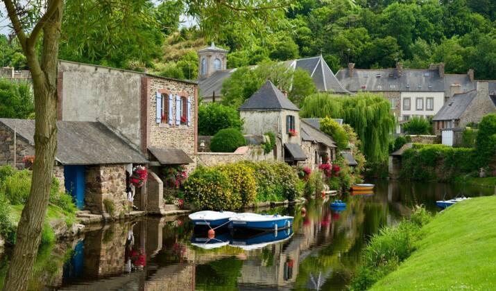 Provence : la légende des pénitents des Mées