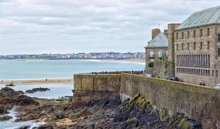 Bretagne : une mystérieuse épave fouillée par des spécialistes de l'archéologie sous-marine