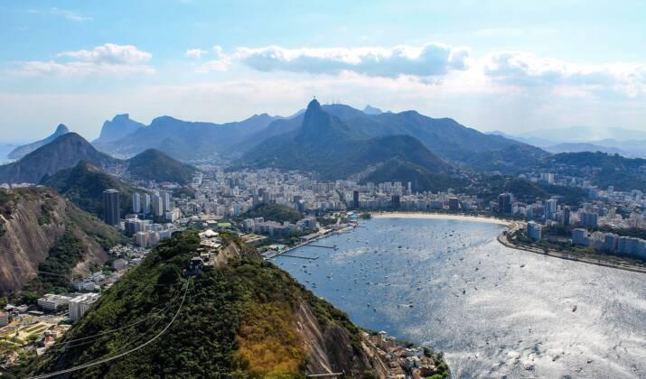 A Rio, le plus grand graffiti au monde peint par une femme