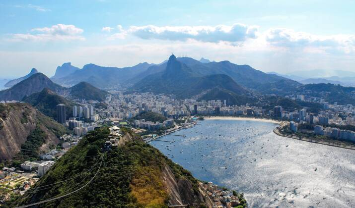 Mission accomplie, les Pères-Noël de Rio taillent leur barbe
