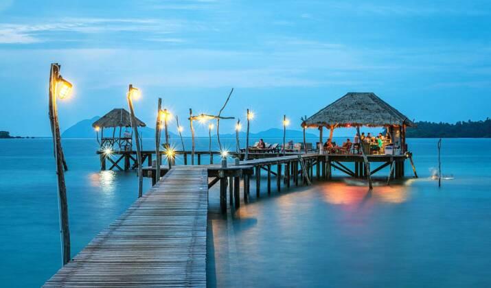 """Thaïlande: la baie rendue célèbre par le film """"La plage"""" reste fermée jusqu'en 2021"""